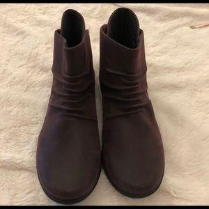 NWT Clark booties